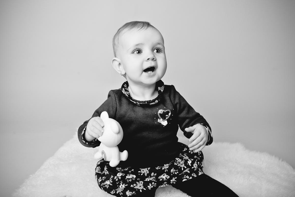 photo bébé assis 7 mois caen